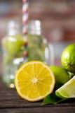 Лимоны и отрезанные плодоовощи известк-цитруса Стоковые Фотографии RF