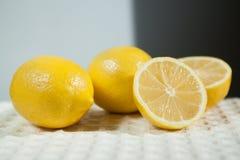 Лимоны на светлой предпосылке Стоковое Изображение RF