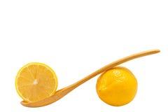 Лимоны плодоовощ и деревянная ложка Стоковая Фотография