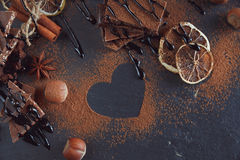 Лимон, гайки и ассортимент точных шоколадов Стоковые Изображения