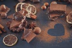 Лимон, гайки и ассортимент точных шоколадов Стоковое Фото