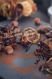 Лимон, гайки и ассортимент точных шоколадов Стоковые Фото