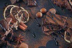 Лимон, гайки и ассортимент точных шоколадов Стоковые Изображения RF