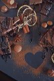 Лимон, гайки и ассортимент точных шоколадов Стоковое фото RF
