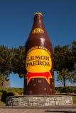 Лимон и бутылка paeroa гигантская, Новая Зеландия, paeroa, 22/08/2014 Стоковая Фотография
