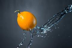Лимон и выплеск воды Стоковая Фотография RF