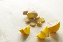 Лимон и имбирь для чая Стоковая Фотография RF