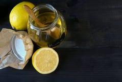 Лимон, мед и сот Стоковые Изображения
