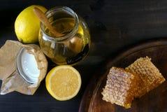 Лимон, мед и сот Стоковое фото RF