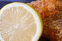 Лимон, мед и сот Стоковая Фотография