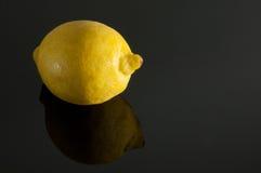 Лимон на серой предпосылке Стоковые Изображения