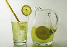 лимон питья свежий Стоковая Фотография RF