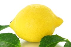 Лимон с листьями Стоковая Фотография RF