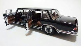 Лимузин Пуллмана LWB Benz S600 Мерседес Стоковые Изображения RF