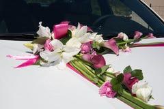 Лимузин, украшенный с цветками - белизна и пинк Стоковые Изображения RF