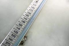 Линейный масштаб с рукописными диаграммами стоковые фото