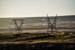 Линии высокого напряжения в Исландии против безмерного пространства Стоковые Изображения RF