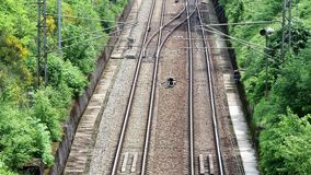2 линии железнодорожного пути сток-видео