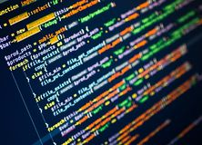 Линии кода php на мониторе безграничность предпосылки голубая темная Конец-вверх Стоковые Изображения RF