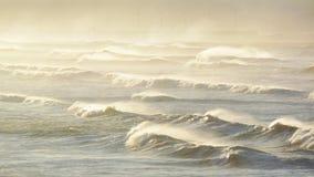Линии ломать волны Стоковые Фотографии RF