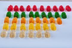 Линии пестротканых помадок желатина на белой предпосылке Стоковая Фотография RF