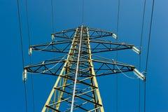 линии электричества приводят опору в действие Стоковая Фотография