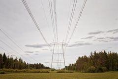 Линии электропередач водя к горизонту Стоковая Фотография