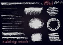 Линии элементов дизайна текстуры мела, нашивки, ходы, кругом и формы прямоугольника, рамки на черной доске Стоковое фото RF