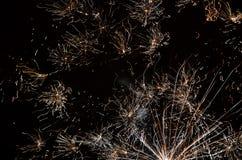 Линия абстракции предпосылки фейерверков против черного неба Стоковые Фото