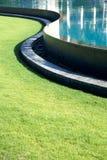 линия бассеин s травы кривого Стоковые Фото