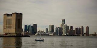 Линия взгляд неба Нью-Джерси от следа NYC Гудзона Стоковые Фотографии RF
