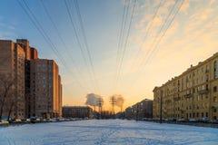 Линия высокого напряжения в городе Стоковое фото RF