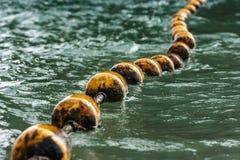 Линия желтых томбуев, пляж Railay, Krabi, Таиланд Стоковое Фото
