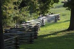 Линия загородки разделенного рельса стоковая фотография rf