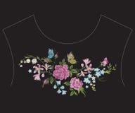 Линия картина шеи вышивки красочная этническая с цветками Стоковое Изображение RF