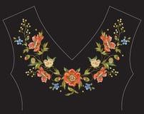 Линия картина шеи вышивки флористическая с маками Стоковые Фотографии RF