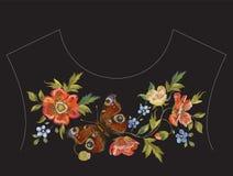 Линия картина шеи вышивки этническая с маками и бабочкой Стоковые Изображения