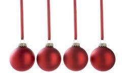 линия красный цвет рождества baubles стоковое фото