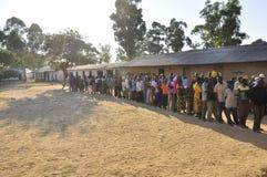 линия люди бросания их к ждать вотума Стоковая Фотография RF