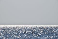 Линия моря горизонта Море и небо Волны и слепимость  Стоковое Изображение