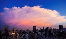 Линия на заходе солнца, Бангкок неба Бангкока, Таиланд Стоковое фото RF