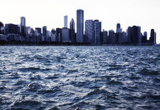 Линия неба Чикаго на заходе солнца Стоковые Изображения