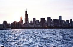 Линия неба Чикаго на заходе солнца Стоковая Фотография