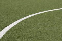 линия пинком гола играя футбол Стоковые Фото
