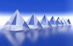 Линия пирамиды отраженная на поверхности Стоковое фото RF