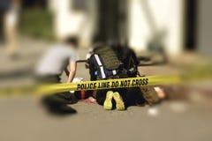 Линия полиции с запачканной предпосылкой правоохранительных органов сотрудник военно-медицинской службы стоковые изображения