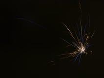 Линия предпосылки абстрактная света от фейерверков в небе Стоковое Изображение RF
