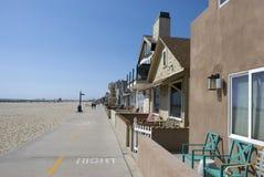 Линия пляжных домиков в пляже Ньюпорта, округ Орандж - Калифорнии Стоковое Фото