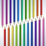 Линия реалистических красочных карандашей на белой предпосылке Стоковое Фото