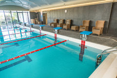 Линия старта в бассейне в спа-центре гостиницы в Kranevo, Болгарии Стоковые Фотографии RF